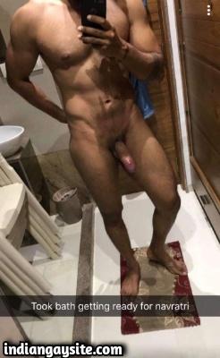 Naked Muscular Hunk Exposes Big Dick & Bubbly Ass