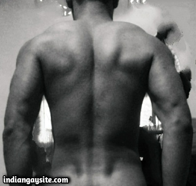 Naked Indian Hunk Exposes Big Dick & Muscular Body