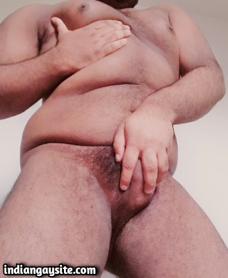 Indian Chubby Bottom exposes his Bare Curvy Body