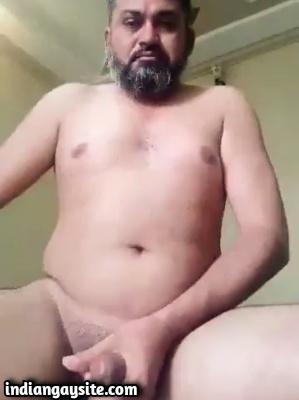 Desi Gay Porn Video of Slutty Daddy Jerking & Cumming