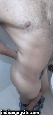 Naked Indian Hunk Shows Lovely Bubble Butt & Hot Body