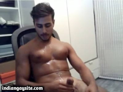 Indian Gay Porn Video of a Hunk's Wild Bodily Cumshot