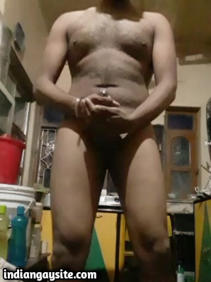 Indian Gay Video of Horny Naked Hunk Cumming Hard