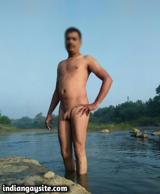 Indian Gay Exhibitionist Shows Hot & Sexy Naked Body Openly