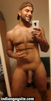 Lund Pics of a Horny & Naked Indian Hunk