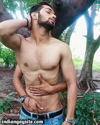 Desi Gay Sex Pics of Pakistani Outdoor Fuckers