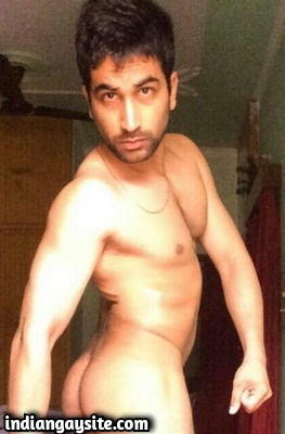 Sexy Indian Hunk Strips Towel & Shows Hot Ass