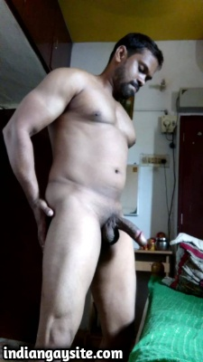 Muscular Naked Hunk from Chennai Shows Dick & Ass