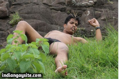 Naked Indian Hunk has Super Hot Bubble Butt