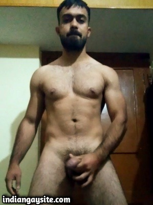 Desi Gay Video of Muscular Hunk Wanking on Cam
