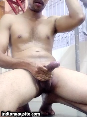 Indian Gay Video of Sexy Hunk's Hot Cumming