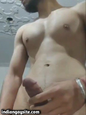 Desi Gay Video of Young Hunk Naked on Cam