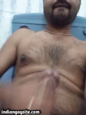 Indian Gay Porn Video of Sexy Guy Shooting Big Load