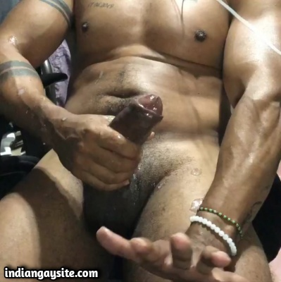 Indian Gay Video of Muscular Hunk Shooting Load