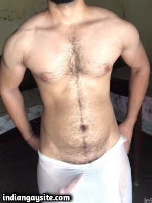 Pakistani Gay Video of Hot Hunk's Big Dick in Lungi