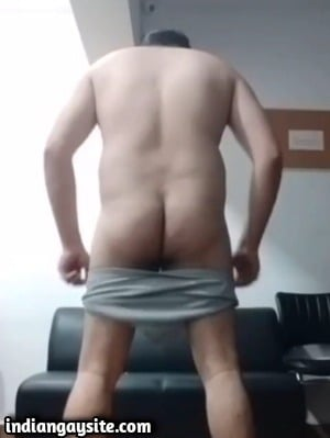 Sexy Daddy Strips Naked in Office in Desi Gay Video