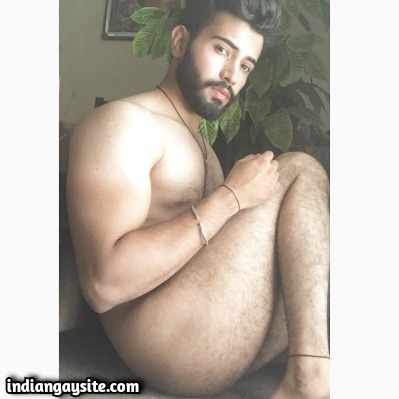 Sexy Naked Indian Hunk Shows Round Bubbly Ass
