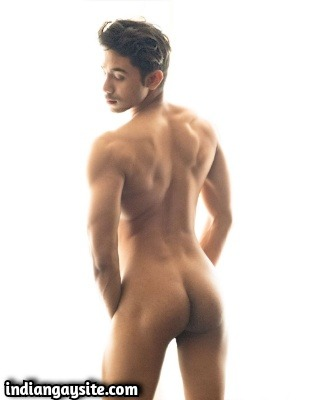 Super Hot Nude Indian Hunk Posing Bare & Slutty