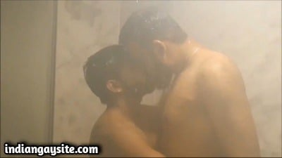 Desi Gay Porn Video of Hot Hunks Kissing in Shower