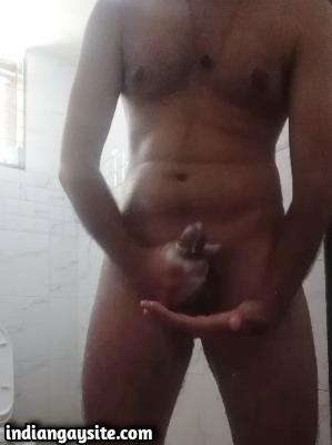Desi Gay Video of Tall Guy Wanking & Cumming