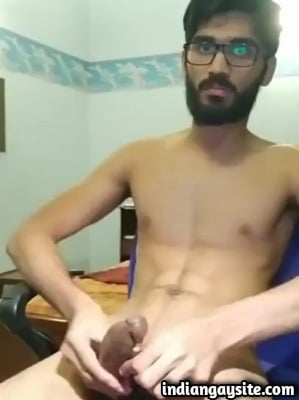 Geeky Guy Shoots a Load in Indian Gay Porn Video