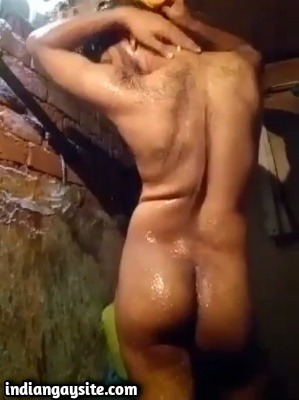 Horny Hunk Bathes & Cums in Indian Gay Video