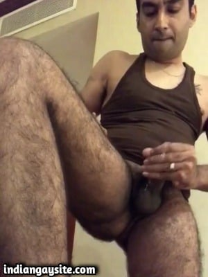 Punjabi Hunk Cums Hard in Bathroom in Desi Gay Video