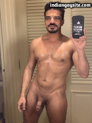 Nude Indian Hunk Shows Bare Muscular Body & Thick Cock