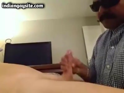 Desi Gay Sex Porn Shows Daddy Sucking Bear's Cock