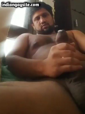 Video Gay XXX of Horny Indian Hunk Cumming Hard