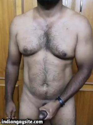 Gay cumming video of horny muscular hunk