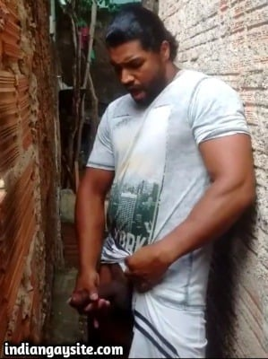 Tamil Gay Video of Sexy Hunk Cumming Outdoor