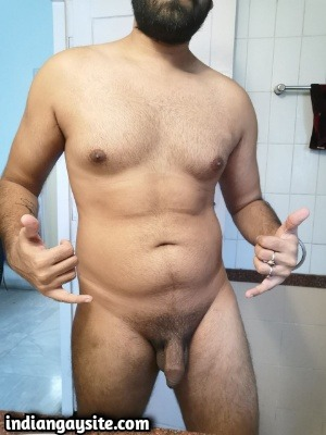 Naked Smooth Hunk Shows Curvy Body & Big Cock