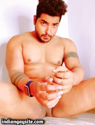 Gay blowjob pics of a muscle hunk's service