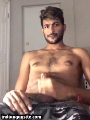 Gay cam video of horny guy's wank in online class