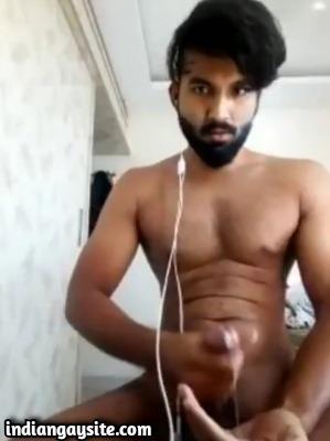 Gay hunk cumshot video of hot nude stud
