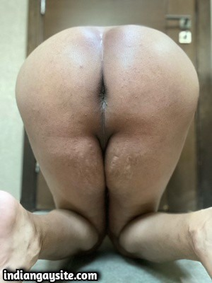Naked Arab bottom showing ass & smooth body