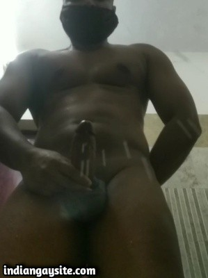 Muscular gay hunk cumming hard after wanking