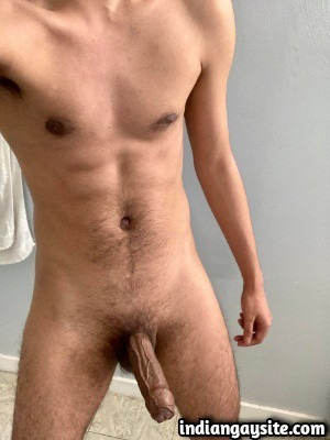 Thick veiny cock of horny nude Indian hunk