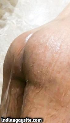 Wet hunk pics of a hot naked desi man
