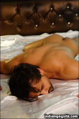 Nude desi model posing in slutty ways for the cam