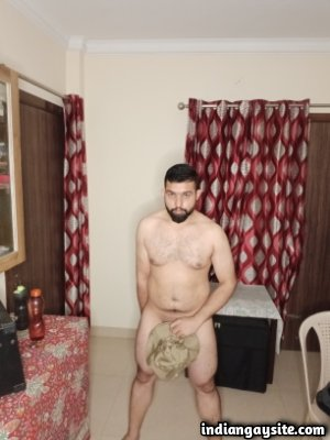 Desi nude pics of sexy and horny Indian hunk