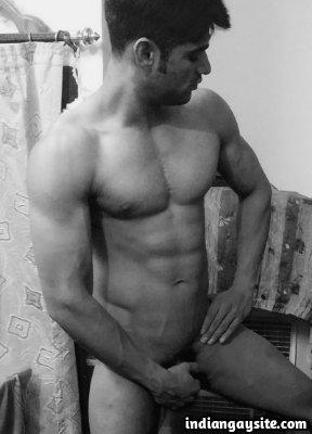Nude muscular hunk from Delhi flexing hot body