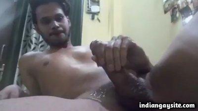 Big cock cumshot by a sexy masturbating hunk