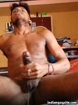 Wild man cumshot video of muscular young guy