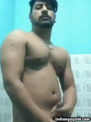 Naked Delhi hunk masturbating thick cock