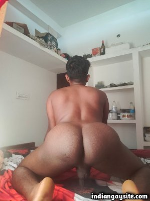 Naked bottom boy from Bangalore shows ass