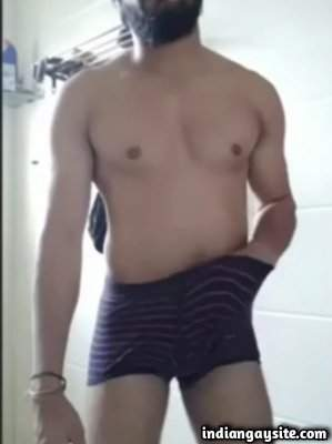 Morning wood wank video of sexy nude hunk