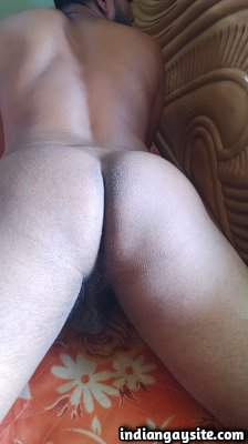 Nude twink bottom posing ass in doggy style