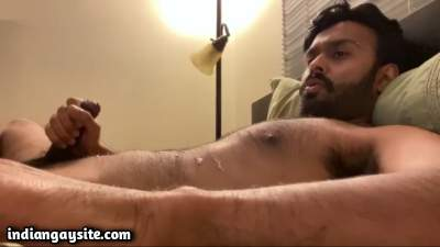 Cumming wank video of a handsome Indian hunk